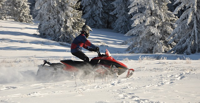 Difference between snowmobile and snowmachine